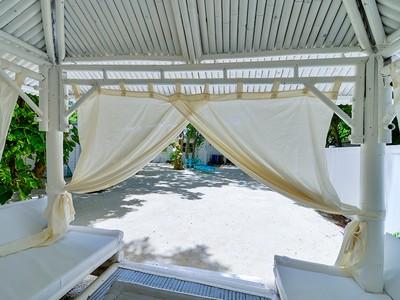 Maison unifamiliale for sales at Beach Style Cottage 200 Thompsonville Road Plantation Key, Florida 33070 États-Unis