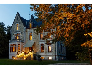 Nhà ở một gia đình for sales at Prestigious Chateau - Luxury 9-rooms Hotel BORDEAUX Bordeaux, Aquitaine 33000 France