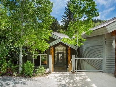 独户住宅 for sales at Contemporary Mountain Home - Secluded Setting on the Creek! 7850 Cedar Way Park City, 犹他州 84098 美国