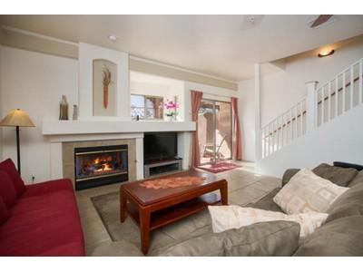 Частный односемейный дом for sales at Easy Living in Sedona 105 Pine Leaf Lane Sedona, Аризона 86336 Соединенные Штаты