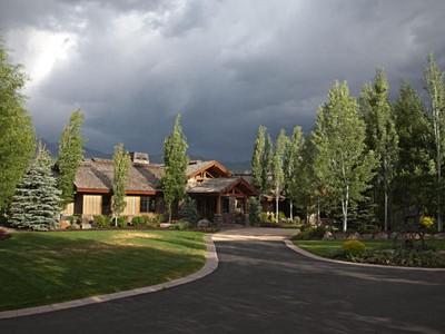 Vivienda unifamiliar for sales at One of a Kind 6+ Acre Equestrian Estate Bordering Provo River 2114 S Winterton Cir   Heber City, Utah 84032 Estados Unidos