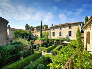 独户住宅 for sales at LUXUEUSE PROPRIETE AUX PORTES DE LA VILLE  Uzes, 格朗多克鲁西永 30700 法国