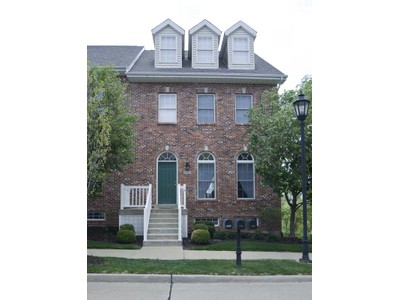 Condomínio for sales at Light Filled Townhome 2522 Larksong Drive South Wildwood, Missouri 63040 Estados Unidos