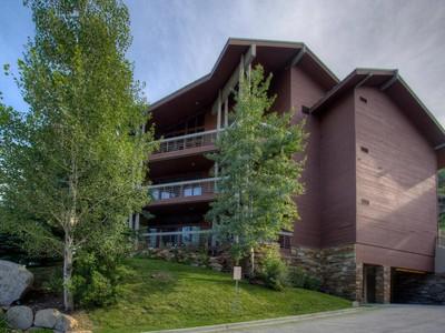 Nhà chung cư for sales at Enviable Ski Views and Location 2510 Deer Valley Dr #C-23 Park City, Utah 84060 Hoa Kỳ