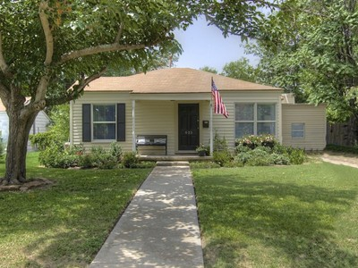 Single Family Home for sales at 825 Edgefield Road  Fort Worth, Texas 76107 United States