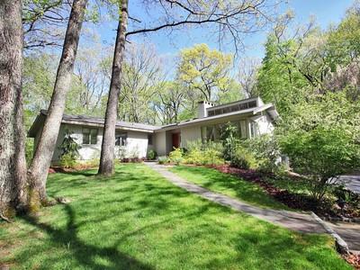 獨棟家庭住宅 for sales at Updated Contemporized Ranch 326 Good Hill Road Weston, 康涅狄格州 06883 美國