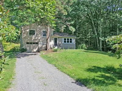 Casa para uma família for sales at Cranbury Hill Area 24 Eastwood Road Norwalk, Connecticut 06851 Estados Unidos