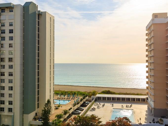 Condomínio for sales at 5660 Collins Ave 5660 Collins Ave 10-B Miami Beach, Florida 33140 Estados Unidos
