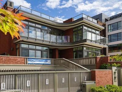 Maison unifamiliale for sales at Residences at West Highland 202 W Highland Dr Seattle, Washington 98119 États-Unis