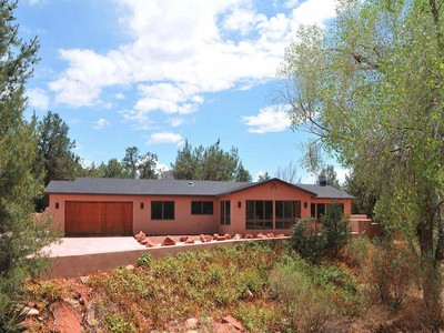 Einfamilienhaus for sales at Surrounded by Red Rocks 171 Eagle Lane Sedona, Arizona 86336 Vereinigte Staaten