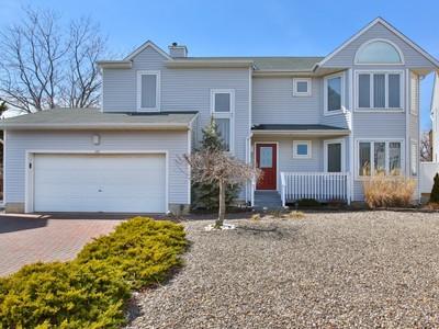 Nhà ở một gia đình for sales at Waterfront Home 147 Glimmer Glass Cir Manasquan, New Jersey 08736 Hoa Kỳ