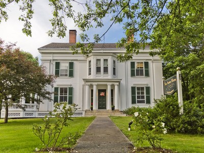Hospedagem com café da manhã for sales at Alden House 63 Church Street Belfast, Maine 04915 Estados Unidos
