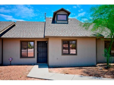 Townhouse for sales at Beautifully Updated Townhome 2739 N Pacific Drive Tucson, Arizona 85705 United States