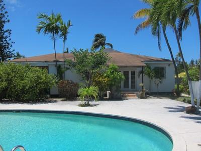Condominio for sales at NEW PRICE ~ Paradise Island Single Family Villa for Sale Paradise Island, New Providence/Nassau Bahamas