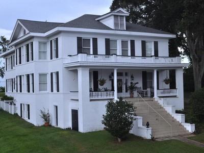 Casa para uma família for sales at The King's Daughters Home 32 Cemetery Road Natchez, Mississippi 39120 Estados Unidos