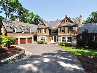 Maison unifamiliale for sales at Lakefront Dream Home 269 West Hyerdale Drive Goshen, Connecticut 06756 États-Unis