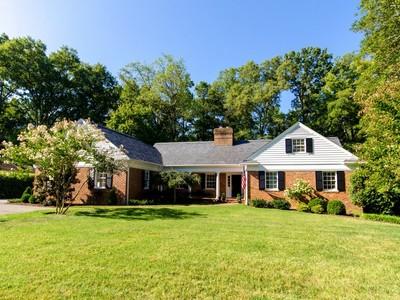 Maison unifamiliale for sales at 9305 Cragmont Dr   Richmond, Virginia 23229 États-Unis