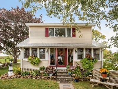 Nhà ở một gia đình for sales at Lovely Seaside Cap 75 Hartford Avenue  Old Saybrook, Connecticut 06475 Hoa Kỳ