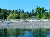 Casa para uma família for sales at Avalon - A Nature Lover's Oceanfront Hideaway 9948 Gowlland Point Road   Pender Island, Columbia Britanica V0N2M3 Canadá
