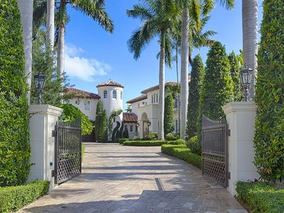 Casa Unifamiliar for sales at COCOPLUM 277 Marinero Court Coral Gables, Florida 33143 Estados Unidos