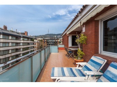 Appartamento for sales at Penthouse with 182 m2, all outside facing, in the upper area of Barcelona Barcelona City, Barcelona Spain