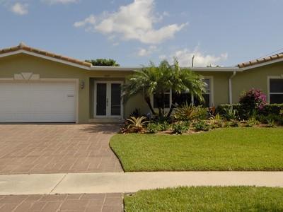 Einfamilienhaus for sales at 2113 NE 62 CT.  Fort Lauderdale, Florida 33308 Vereinigte Staaten