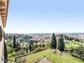 Villa for vendita at Villa d'epoca con vista panoramica su tutta la città di Verona  Verona,  37129 Italia