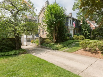 Maison unifamiliale for sales at Chevy Chase Village 8 Quincy St Chevy Chase, Maryland 20815 États-Unis