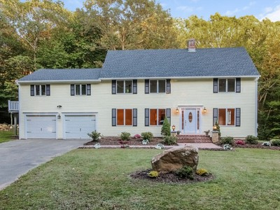 Casa para uma família for sales at Completely Renovated Home 3 C Old Toll Rd  Madison, Connecticut 06443 Estados Unidos