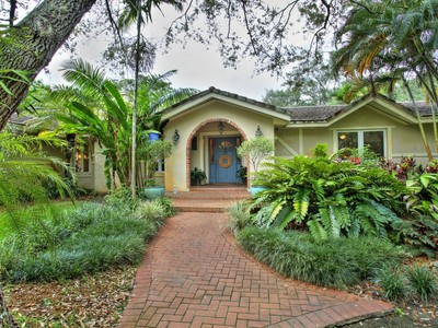 Einfamilienhaus for sales at 9305 Kerwood Court  Coral Gables, Florida 33156 Vereinigte Staaten