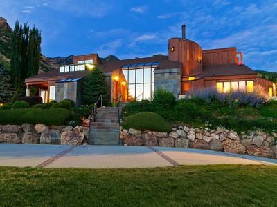 Casa Unifamiliar for sales at Modern Meets Organic 6233 Canyon Cove Dr Holladay, Utah 84121 Estados Unidos