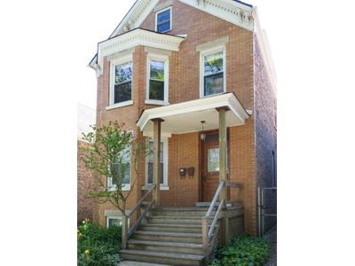 Casa multifamiliare for sales at Logan Square Two Duplex Unit Beauty on quiet block 2430 N. Francisco Chicago, Illinois 60647 Stati Uniti