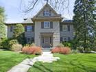 단독 가정 주택 for  sales at Classic Elegance And Comfort Ridgewood Center Hall Colonial. 261 Bellair Road Ridgewood, 뉴저지 07450 미국