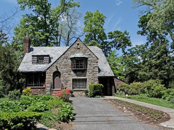 獨棟家庭住宅 for sales at Expandable 5 BR Tudor on Buildable Double Lot 5251 Netherland Avenue  Riverdale, 紐約州 10471 美國