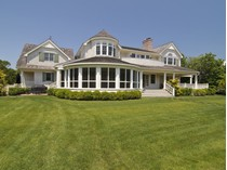 Einfamilienhaus for sales at Perfect Quogue Traditional    Quogue, New York 11959 Vereinigte Staaten