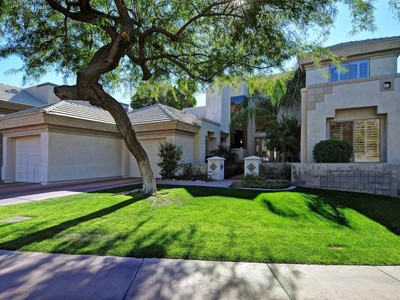 Частный односемейный дом for sales at The Best Two-Story Floor Plan in Biltmore Hillside Villas 3165 E Sierra Vista Drive Phoenix, Аризона 85016 Соединенные Штаты