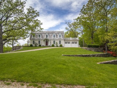 Vivienda unifamiliar for sales at Renovated, Stunning Colonial 44-40 Ferry Road Lyme, Connecticut 06371 Estados Unidos