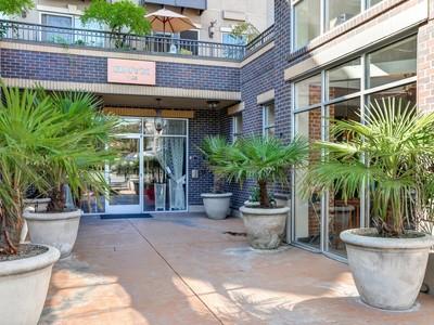 Copropriété for sales at Sophisticated Capitol Hill Condo 1125 E Olive St #601 Palm Desert, Californie 92211 États-Unis