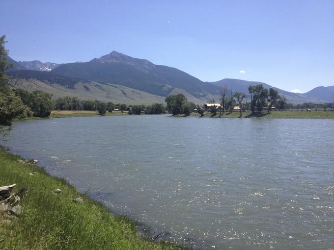 Maison unifamiliale for sales at Waterfront 5 Acre Parcel 73 Loch Leven Livingston, Montana 59047 États-Unis
