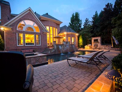独户住宅 for sales at Comfortably Luxurious 1017 Cherbury Lane Alpharetta, 乔治亚州 30022 美国