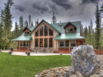 Maison unifamiliale for sales at Lodge Style Home 1263 N. Nordman Road Nordman, Idaho 83848 États-Unis