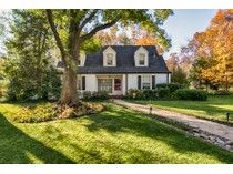 Casa para uma família for sales at Classic home with large Higginbotham addition 10 Layton Terrace   Richmond Heights, Missouri 63124 Estados Unidos