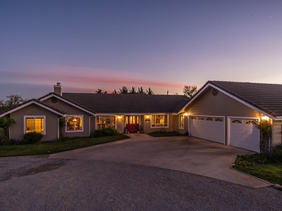 Nhà ở một gia đình for sales at TRUE COUNTRY LIVING AT ITS FINEST! 676 Venice Road Templeton, California 93465 Hoa Kỳ