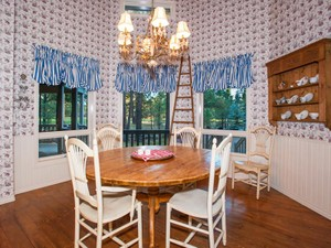 Additional photo for property listing at Stunning Flagstaff Cottage on Forest Highlands Canyon Golf Course 2489 Eva Circle Flagstaff, Arizona 86001 Estados Unidos