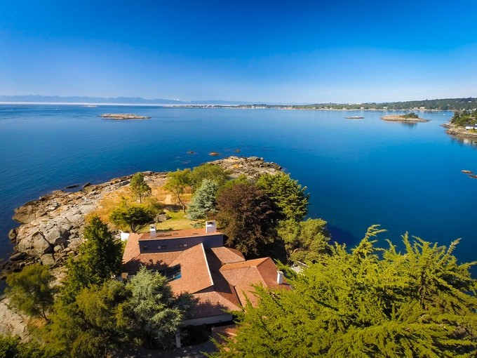 Single Family Home for sales at Magnificent 10 Mile Point Home 3019 McAnally Road Victoria, British Columbia V8N1T3 Canada