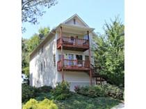 Moradia for sales at Three Bedroom House 1181 Davis Place NW #L  Underwood Hills, Atlanta, Geórgia 30318 Estados Unidos