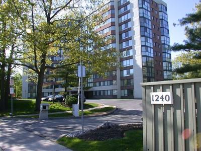 Кооперативная квартира for sales at Bright Corner End Unit 1240 Marlborough Court #304 Oakville, Онтарио L6H3K7 Канада