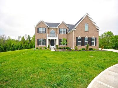 Einfamilienhaus for sales at Beautiful Five Bedroom Home 4531 Golden Eagle Court Zionsville, Indiana 46077 Vereinigte Staaten