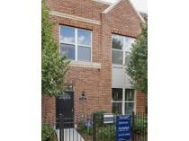 Residência urbana for sales at Remodeled Corner Rowhouse 3149 W Lexington #5   Chicago, Illinois 60612 Estados Unidos
