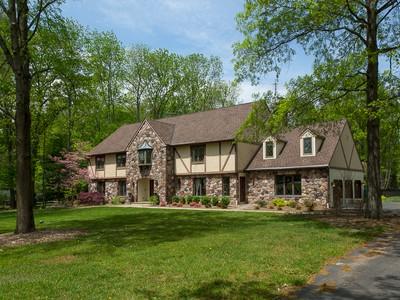 Vivienda unifamiliar for sales at Completely Re-done - Hopewell Twp 10 Aqua Terrace Pennington, Nueva Jersey 08534 Estados Unidos